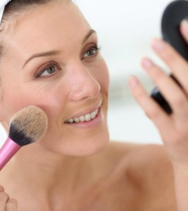 Makeup For Women Over 40 – A Simple Tutorial And Tips