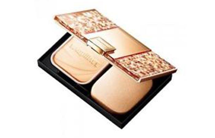 Best Foundations For Asian Skin - 8. Maquillage Dramatic Powdery UV Foundation