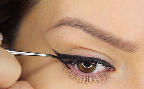 How To Apply Liquid Eyeliner - Step 1 Start From The Outer Corners