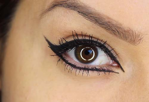 How To Apply Liquid Eyeliner - Step 3 The Inner Corners