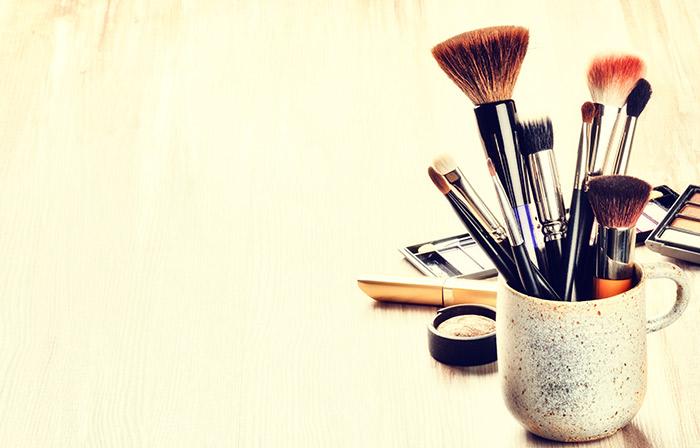 Amazing Makeup Tips And Tricks - Makeup Brushes