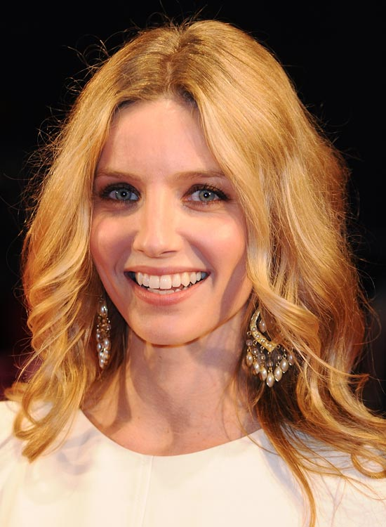 Subtly-Tousled-Waves-with-Curled-Edges