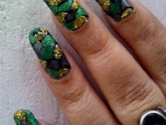 Metallic-Green-Color-Nail-Art