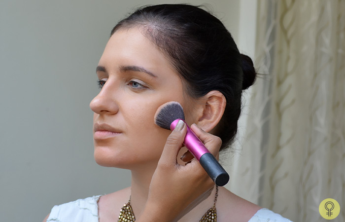 an angled contour brush makeup