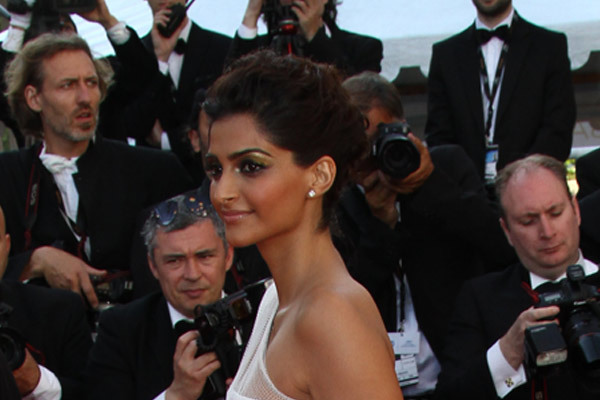 sonam kapoor ringlets hair up do look