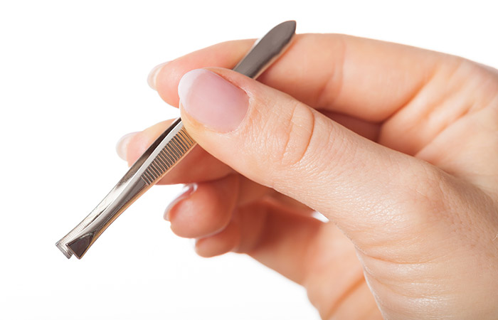2.-Pluck-Underarm-Hair-With-Tweezers