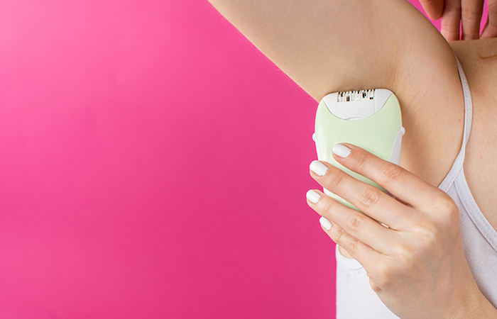 3.-Remove-Armpit-Hair-With-An-Epilator