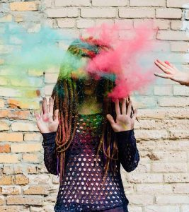 10 Simple Tips To Take Off Holi Colours Safely