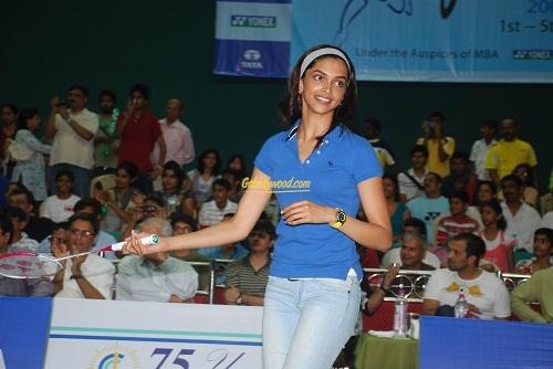 Deepika Padukone badminton practice