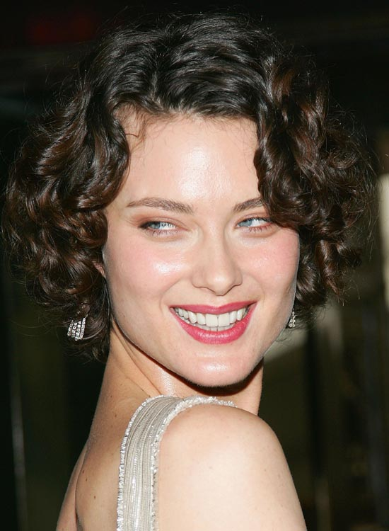 Glossy-Layered-Bob-with-Textured-Curls