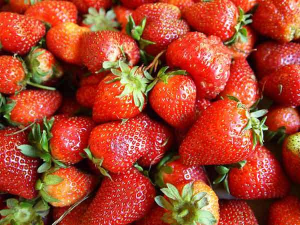 Strawberry face mask for beautiful skin