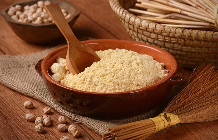 2.-Gram-Flour-(Besan)-And-Oats-Face-Pack