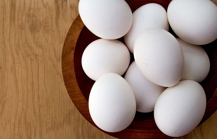 7. Egg White And Besan Face Pack