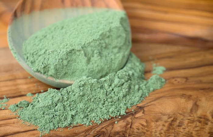 Mix the indigo powder