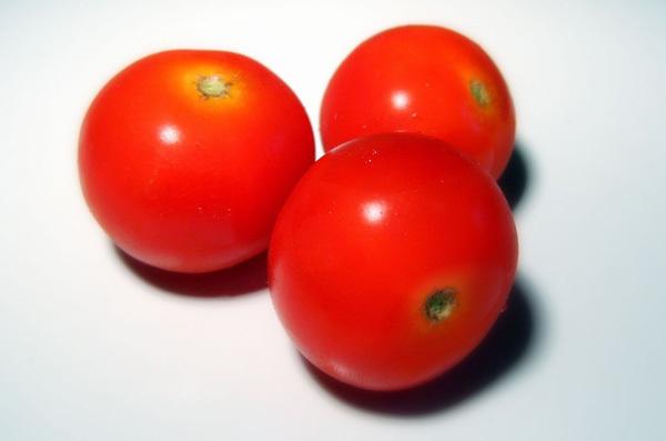 Use of tomato for oily skin