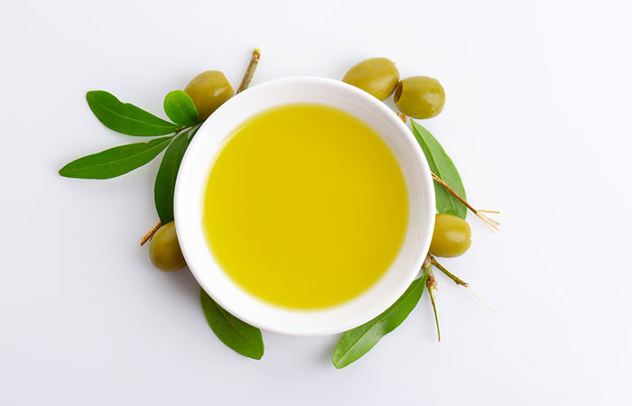 3. Olive Oil And Onion Juice For Hair Growth