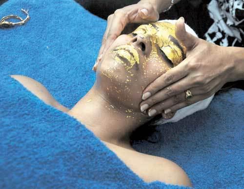 gold facial mask application