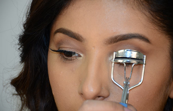7. Pinch And Curl The Lashes