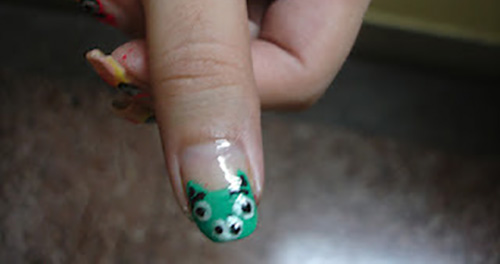 Nose-and-Eyes-Nail-Art1