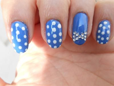Polka dot bow nails art