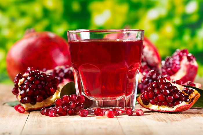 Use Pomegranate Juice To Get Pink Lips Naturally