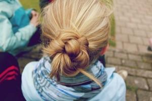 tie wet hair to get curls