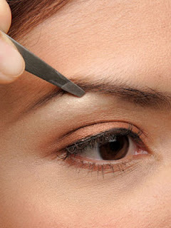 How To Arch Eyebrows - Step 3: Tweeze Eyebrow Hair