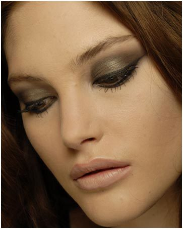dark eye shadow makeup