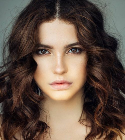 10 Trendy Medium Layered Hairstyles That You Can Flaunt