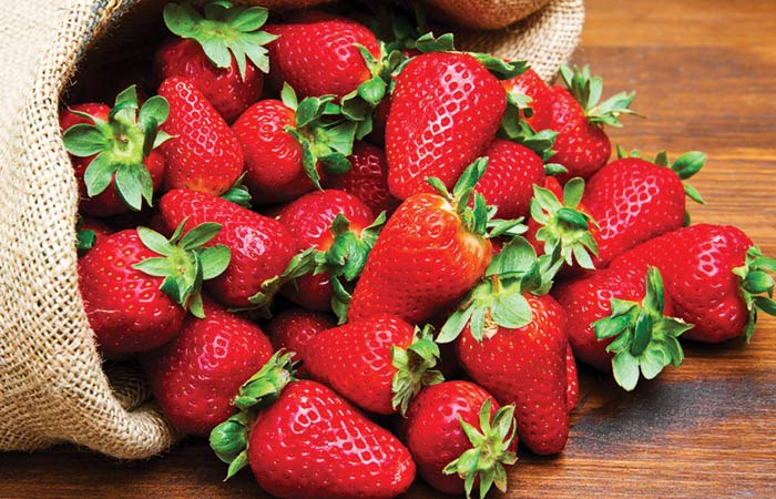 17.-Strawberry-Fruit-Pack-For-Dry-Skin
