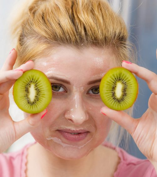 7 Kiwi Fruit Face Masks That You Can Try Today