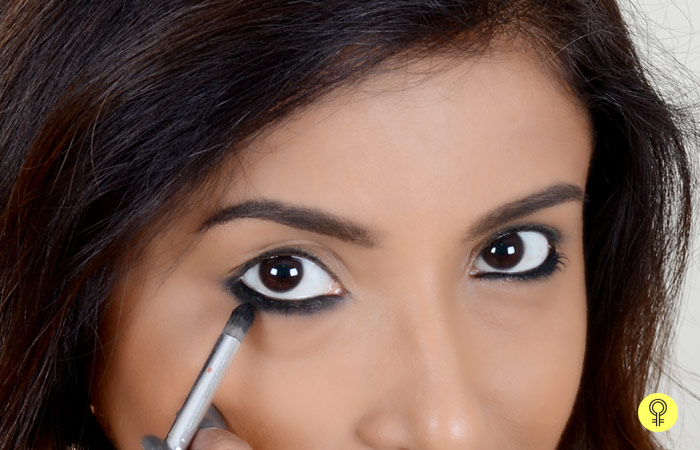 How To Apply Kajal Perfectly? - Step 3: Smudge Away
