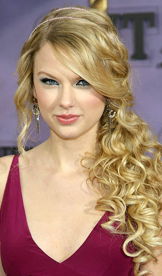 Side Curly Ponytail Idea Image Getty Pinit