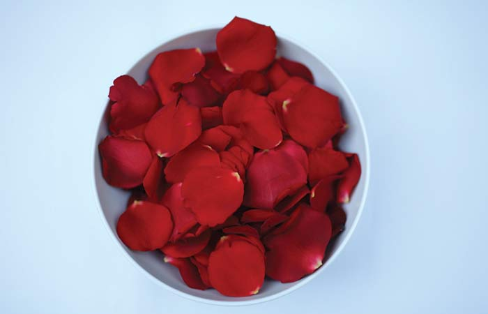 6.-Rose-Petals-Face-Pack-For-Dry-Skin