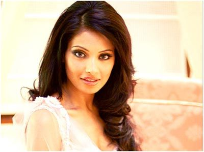 bipasha basu with makup