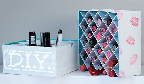 DIY Lip And Eye Makeup Stand