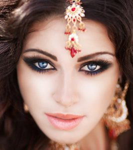 How To Apply Bridal Eye Makeup Perfectly?