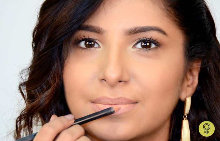 How To Apply Lipstick Perfectly? - Fill The Lips With Pencil