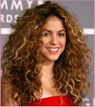 shakira wavy hair
