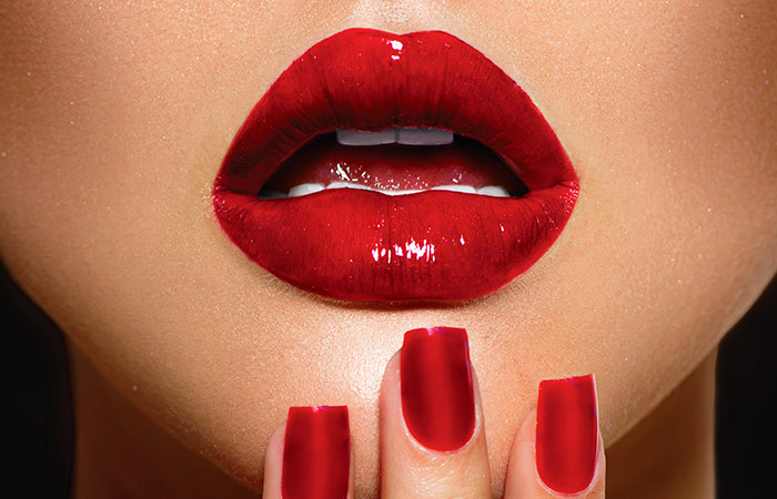 Simple-Ways-To-Apply-Red-Lipstick-Perfectly (2)