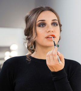Simple Ways To Apply Red Lipstick Perfectly