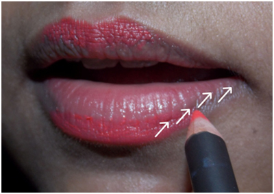 apply lip liner pencil