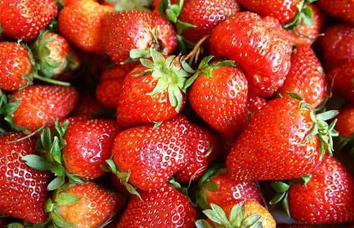 Strawberry-Wallpaper-fruit-6102208-1024-768-300x225