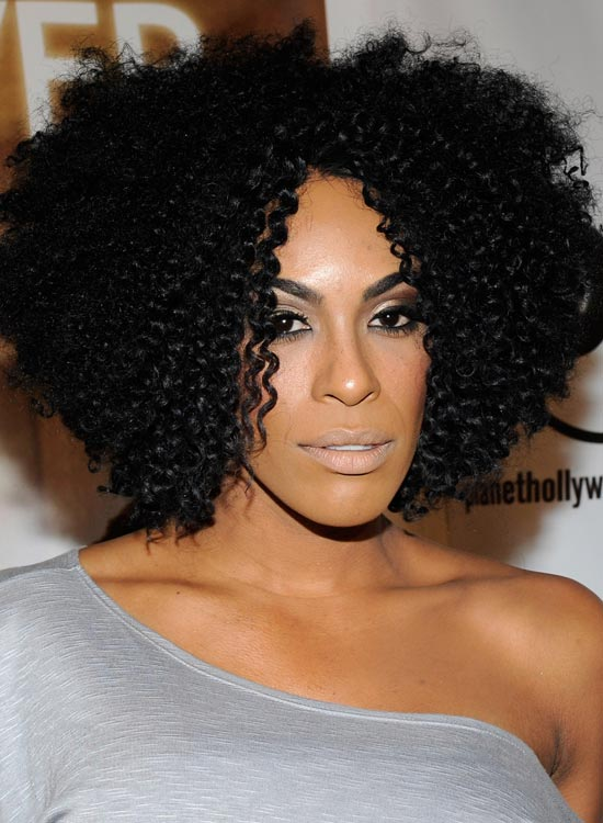 Voluminous-Wispy-Bob-with-Ringlets-and-Reverse-Layers