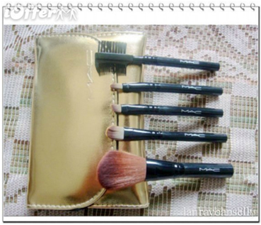coffee mugs to store brushes