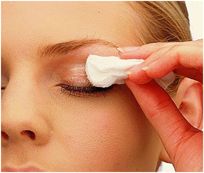 Removing Eye Makeup with Vaseline