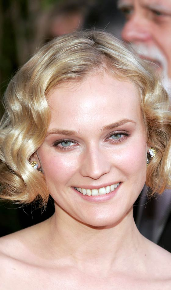 Loose Curly Bob Hairstyle