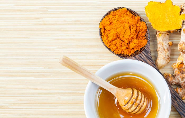7. Honey And Turmeric Face Pack