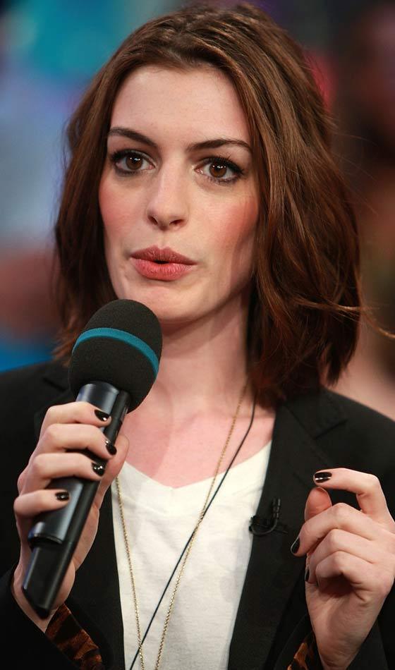 Anne Hathaway's Subtly Messy Bob