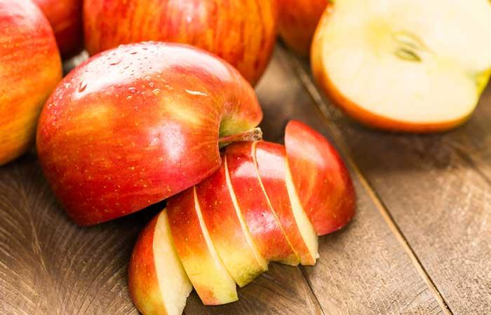 Apple-And-Oatmeal-Scrub-For-Oily-Skin